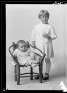 Portrait of children of Mrs. Alva Yates