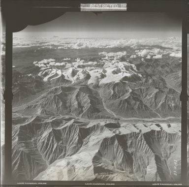 Glaciers in Nutzotin Mountains, aerial photograph FL 27 R-45, Alaska