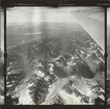 Glacier near Stony River, aerial photograph FL 9 L-5, Alaska