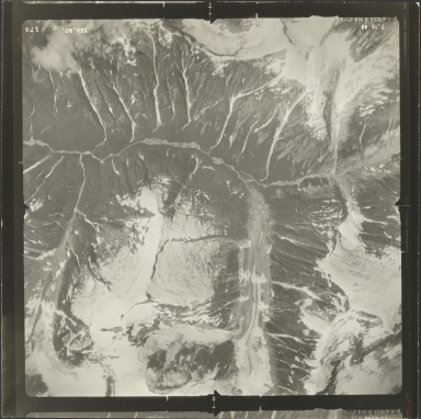Unknown glacier near Iskut River, aerial photograph SEA 90-179, British Columbia