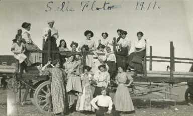Group of women from Sells-Floto Circus