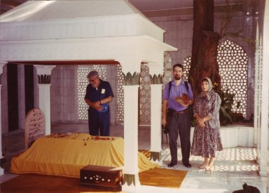 Rabbi Zalman Schachter-Shalomi (with Rodger Kamenetz and Dr. Blu Greenberg) at the Dargah (burial place) of Hazrat Inayat Khan, Monday, October 22, 1990, in Delhi, India, pt. 2 of 15.