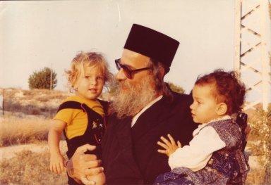 Rabbi Zalman Schachter-Shalomi holding two unidentified children.