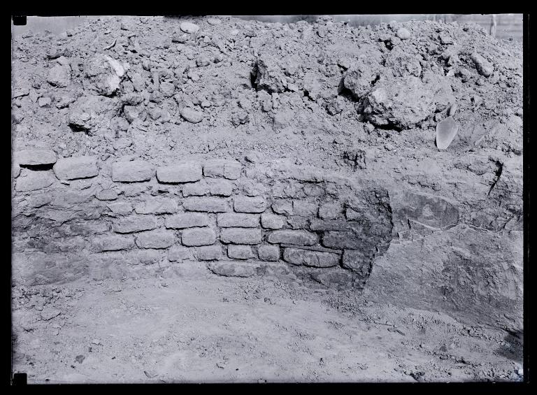 Adobe Kiva wall, near Aztec