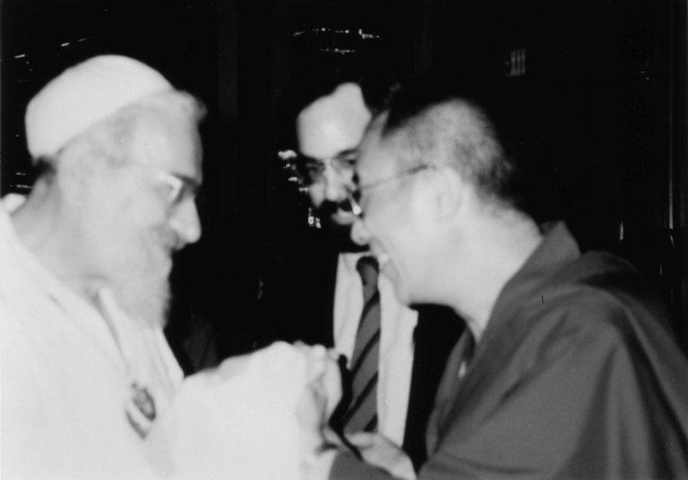 Rabbi Zalman Schachter-Shalomi holding hands with the Dalai Lama at Newport Beach, California, 1990.