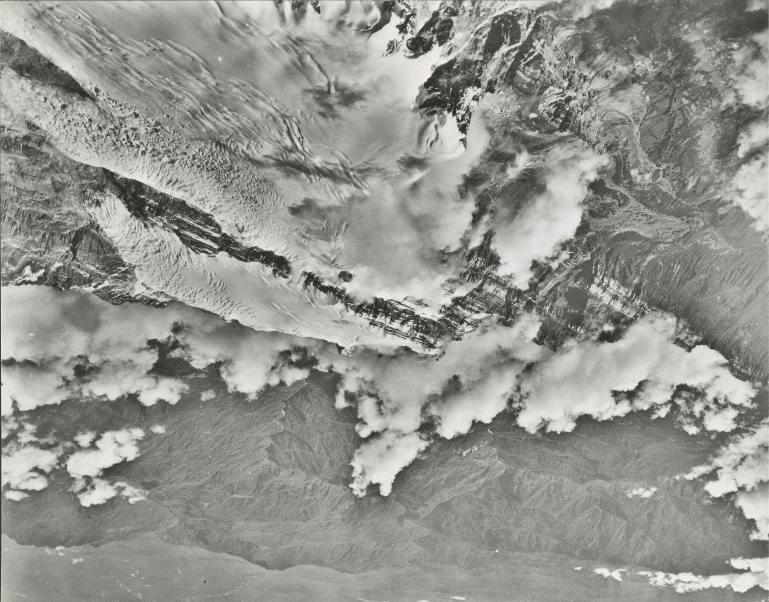 Meren Glacier, aerial photograph 1942-1-1e, Indonesia