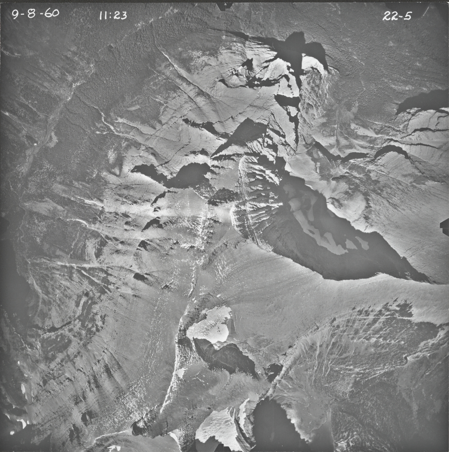 Little Chief Mountain, aerial photograph 22-5, Montana