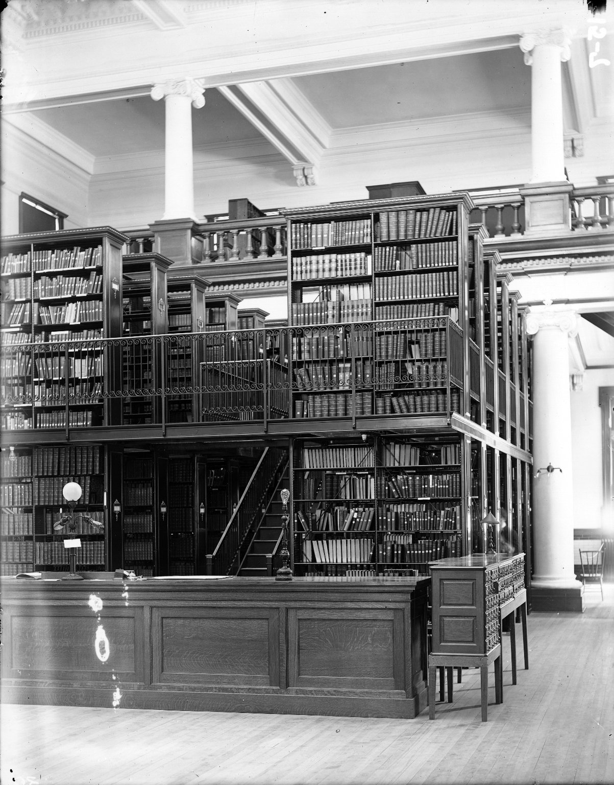 Bookstacks1904