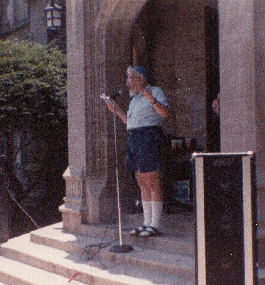 Rabbi Zalman Schachter-Shalomi speaking at the second Jewish Renewal Kallah, 1989.