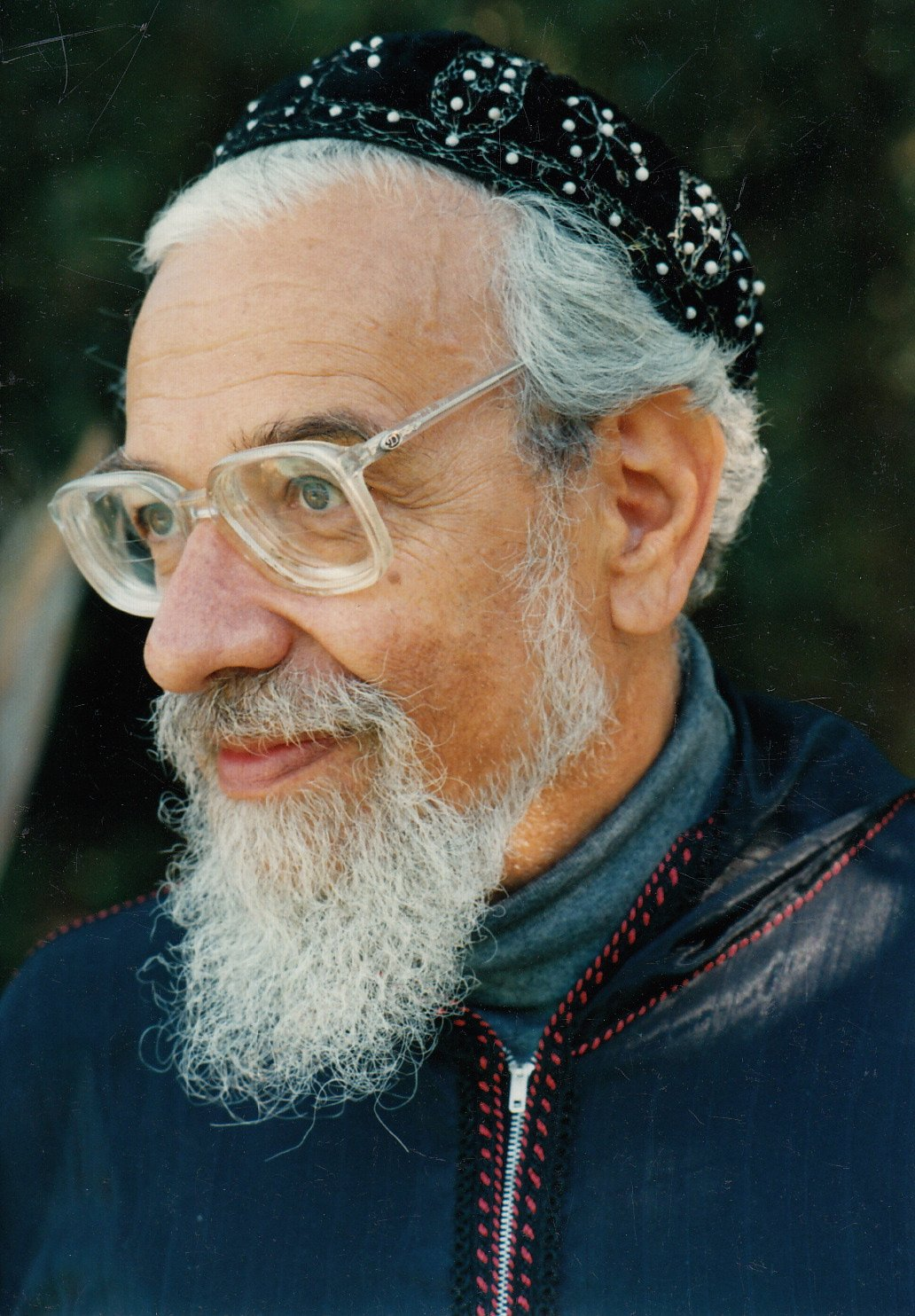 Rabbi Zalman Schachter-Shalomi in blue robe with red stitching and pearl-embroidered kippah, early 1990s.