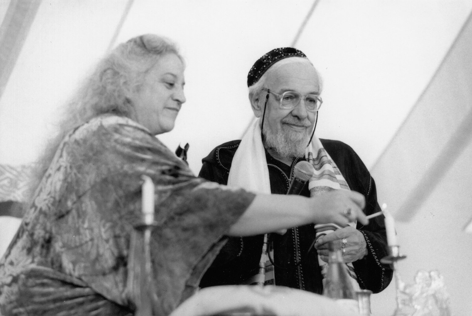 Rabbi Zalman Schachter-Shalomi and his partner, Eve Ilsen, lighting candles before saying kiddush at the President's Dinner at the Naropa Institute, May 1999.
