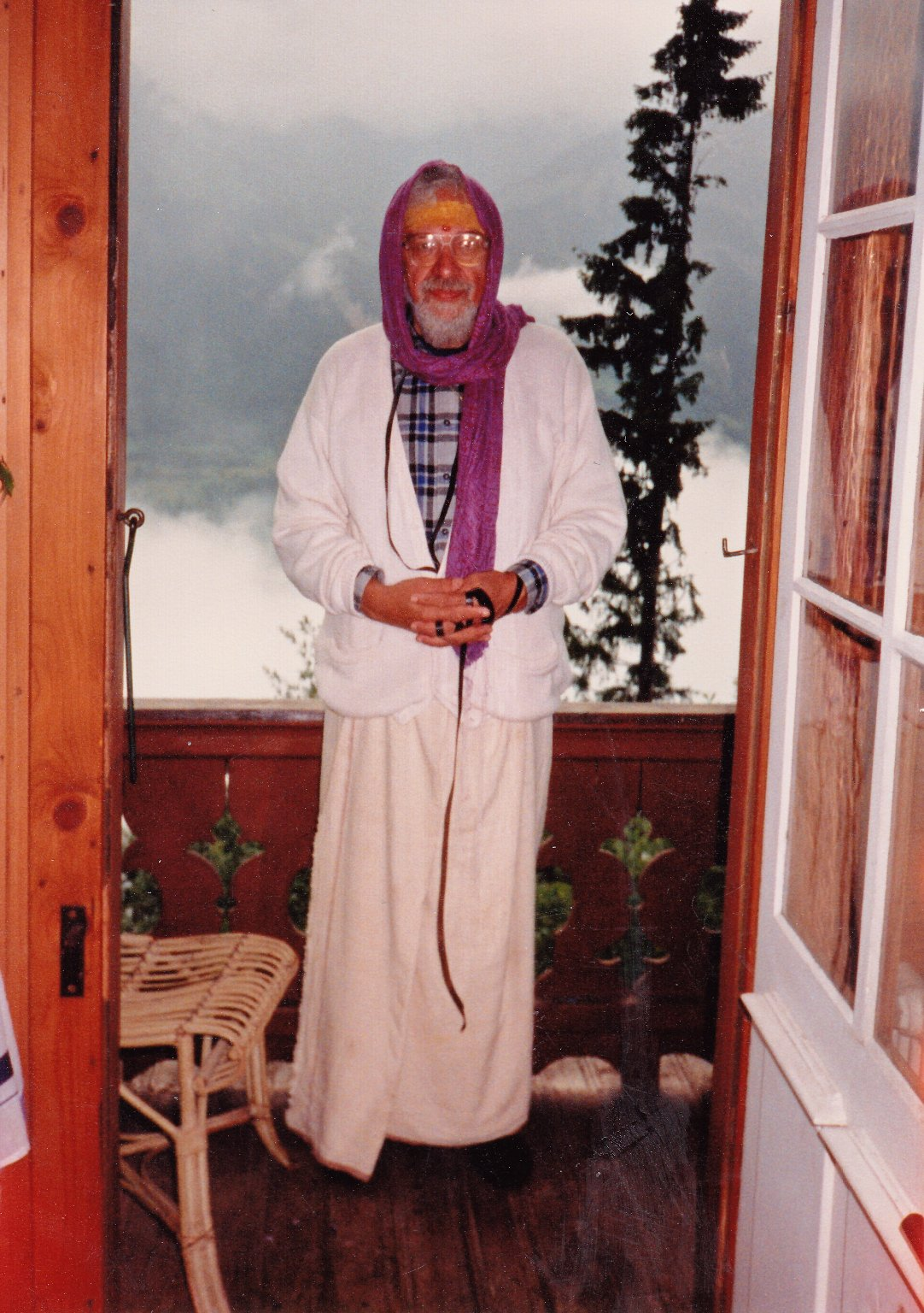 Rabbi Zalman Schachter-Shalomi wearing an Indian dhoti, a scarf, and his tefillin, Fall 1991.